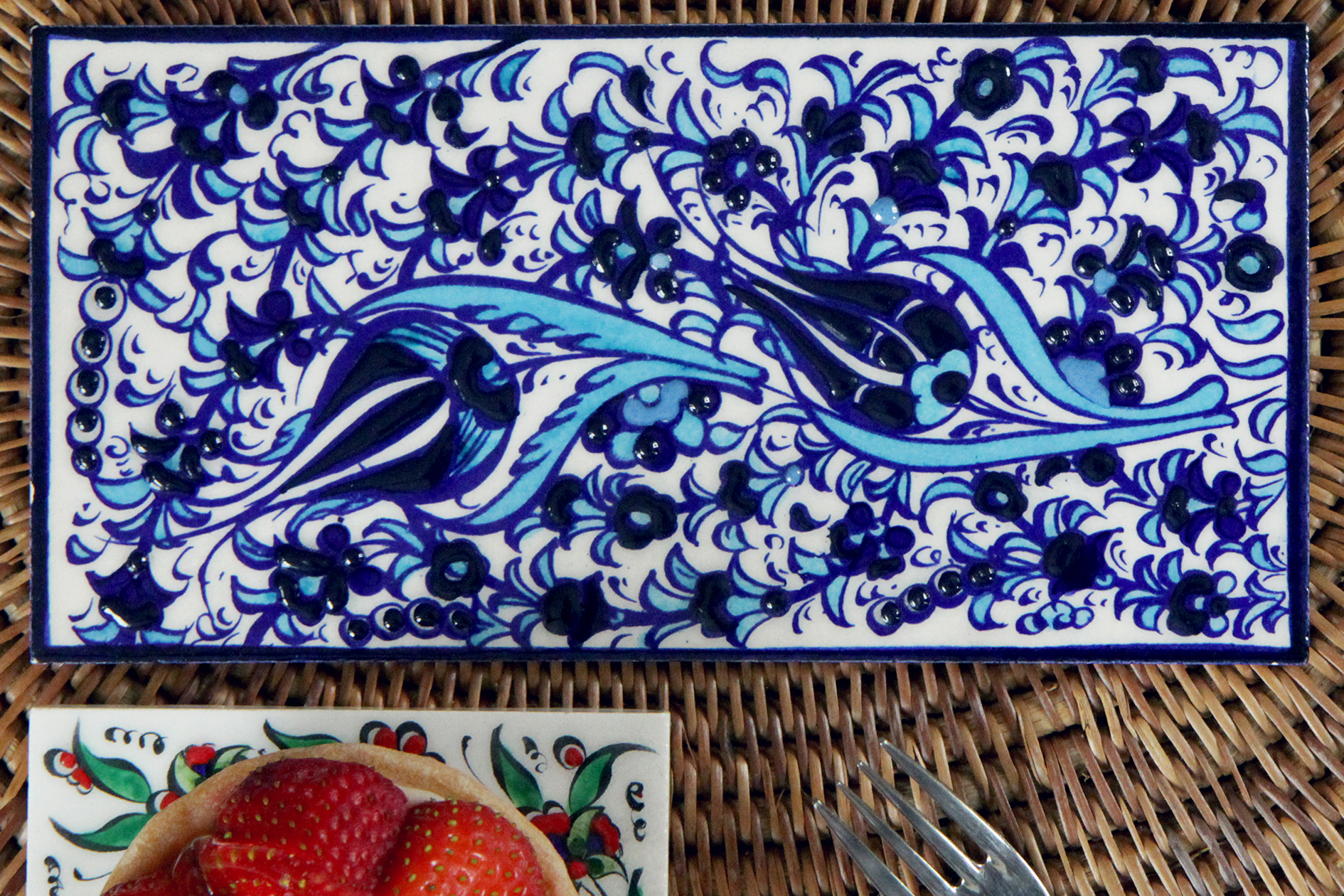 2006-hand-painted-iznik-tile-above