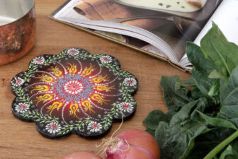 1803-scalloped-iznik-trivet-above